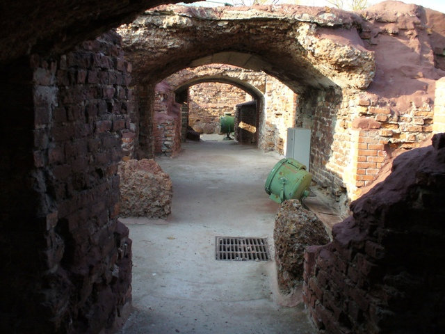 33. Руины Белого дворца