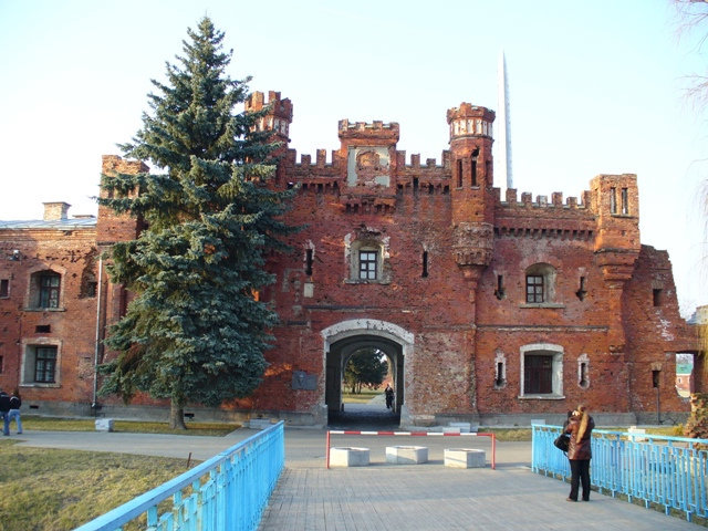 42. Холмские ворота (с внешней стороны)