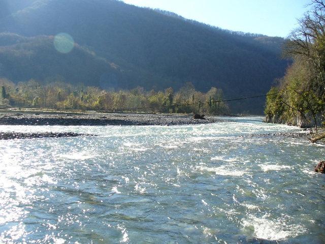 16. Подвесной мост через реку Шахе в районе села Бзогу