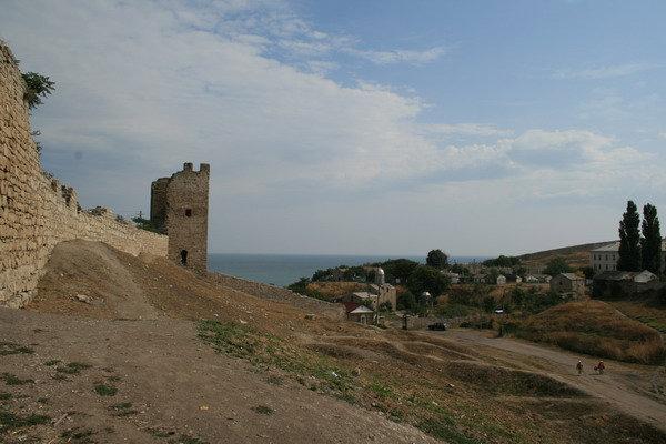 Карантинный холм и стены крепости Кафа