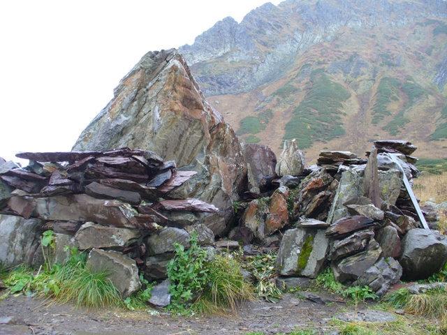 15. Сооружение из камней…