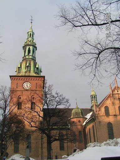 Церковь в лучах солнца
