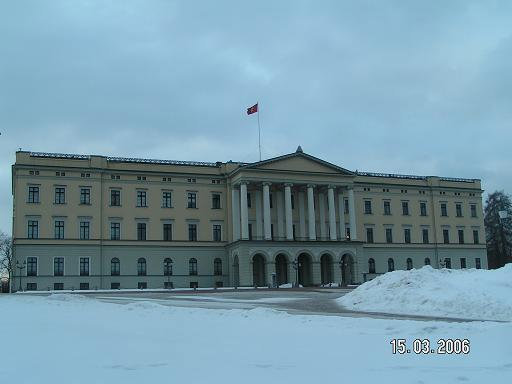 Невзрачное здание королевского дворца