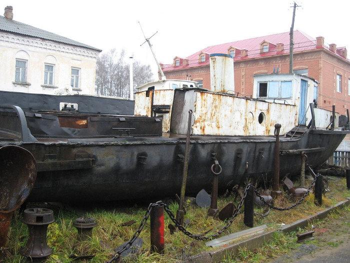 В экспозиции музейного комплекса под открытым небом представлен единственный в своём роде в России буксирный катер № 563. Его привезли в Мышкин из Брейтова в ноябре 2002 года