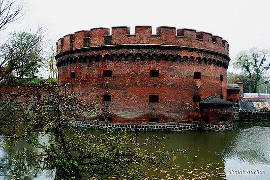 Одна из башен казармы // Октябрь 2007