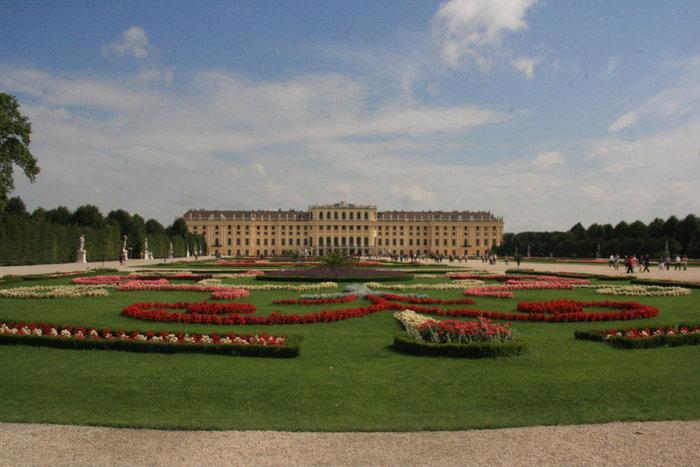 Шенбруннский дворец