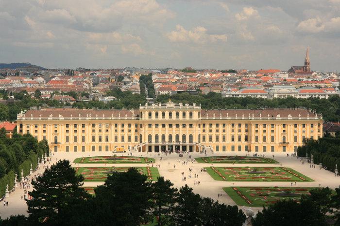 вид с Глориетты на дворец Шенбрунн и Вену