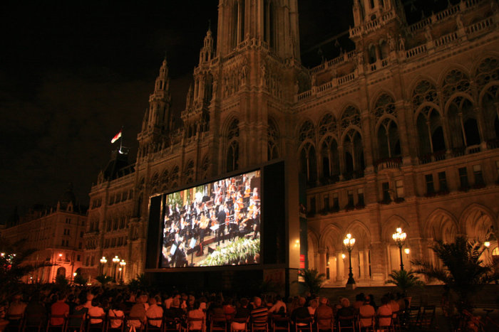 фестиваль кино и музыки на Ратушной площади