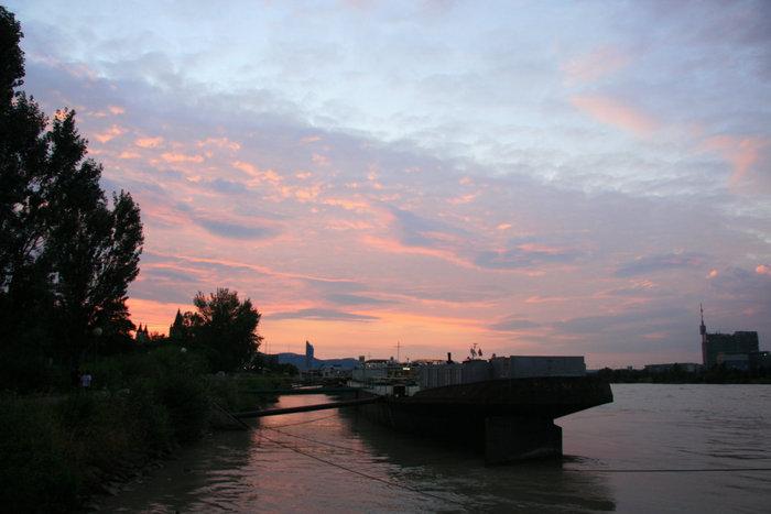 закат на берегу Дуная