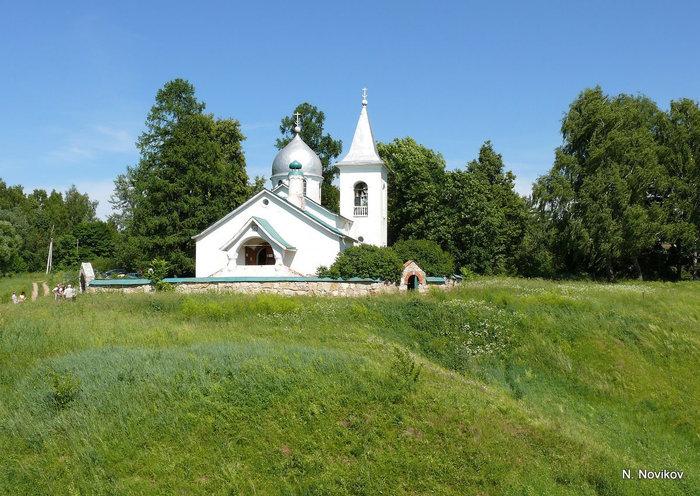 Церковь Святой Троицы в Бехове построена по проекту Поленова