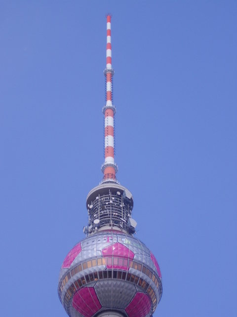 В 2006 году, во время проведения ЧМ 2006 шар башни был стилизован под футбольный мяч.