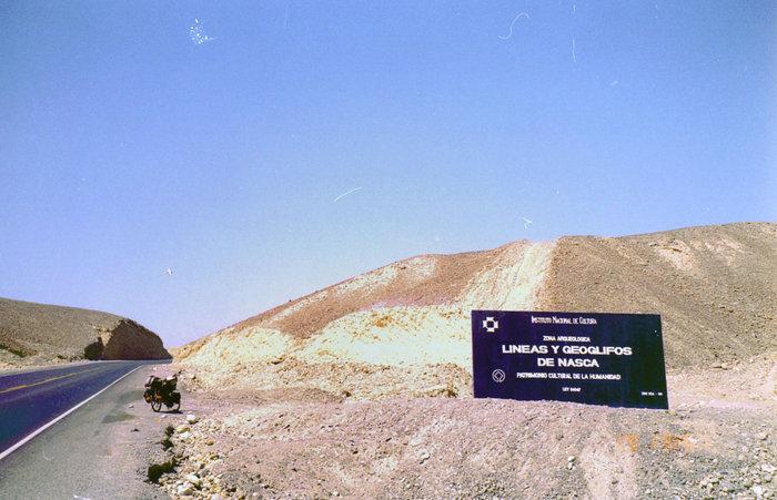 Въезд в ту часть пустыни Наско, в которой находятся те самые рисунки на земле