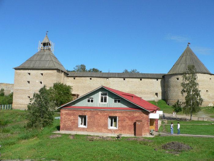 Староладожская крепость  со стороны Волховского пр.