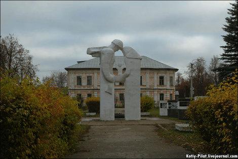 Самый оригинальный памятник Великой отечественной войне, который я видел.