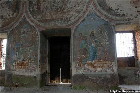 кое-где сохранились фрески
