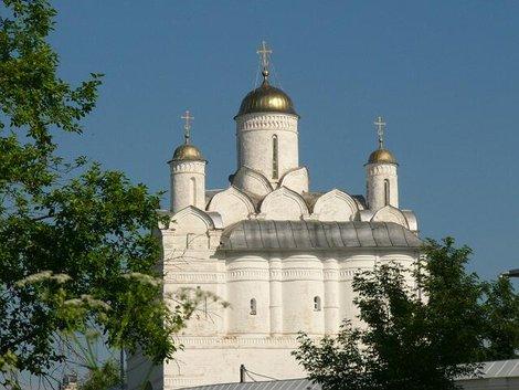 13. Покровский собор. Построен в 1510-1514. Главное здание и главный храм монастыря