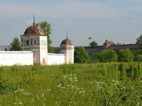 16. Стены и башни Покровского монастыря