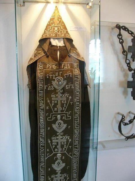 33. Экспонаты музейных экспозиций в архиерейских палатах. Монашеская схима