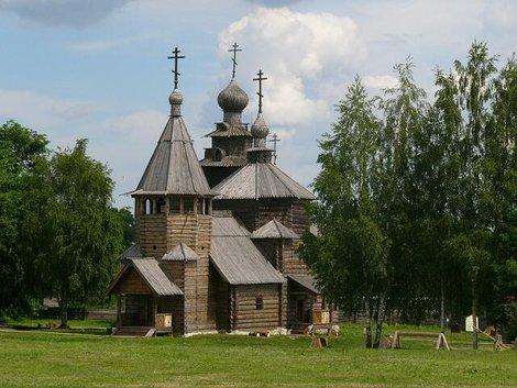 42. Музей деревянного зодчества. Воскресенская церковь из с. Потакино Камешковского района (1776)