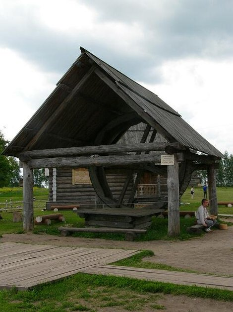 44. Музей деревянного зодчества. Колодец