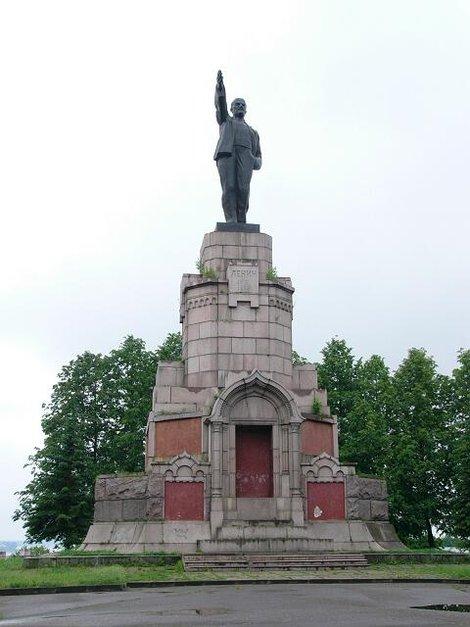 03. Памятник Ленину