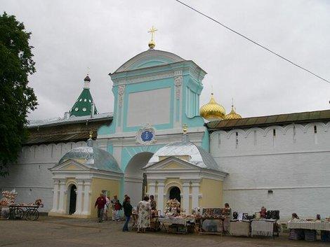 21. Парадный вход в Ипатьевский монастырь