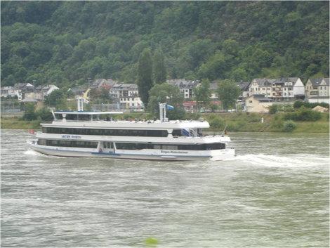 Такие кораблики ходят по Рейну
