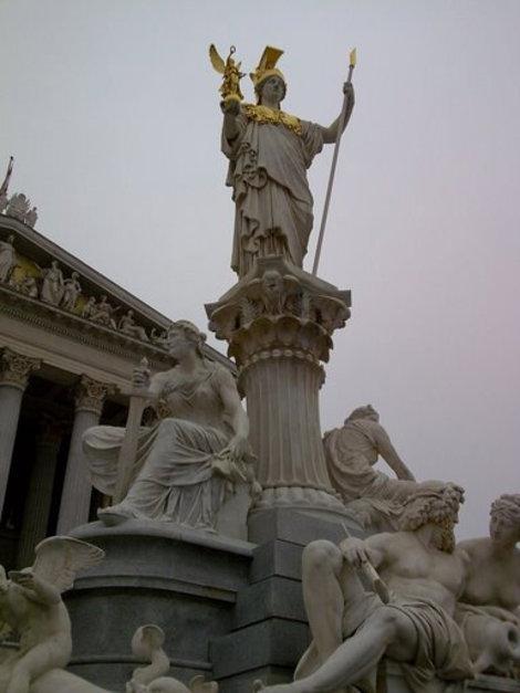 статуя Афины-Паллады