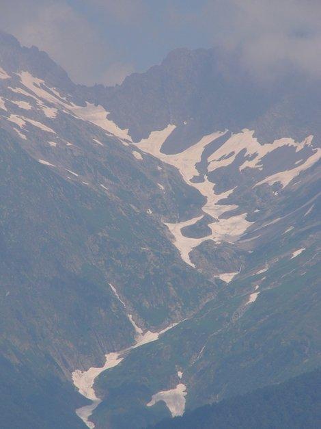 Массив Чугуш: снег еще не успел растаять.