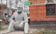 Памятник Хемингуэю на выезде из города