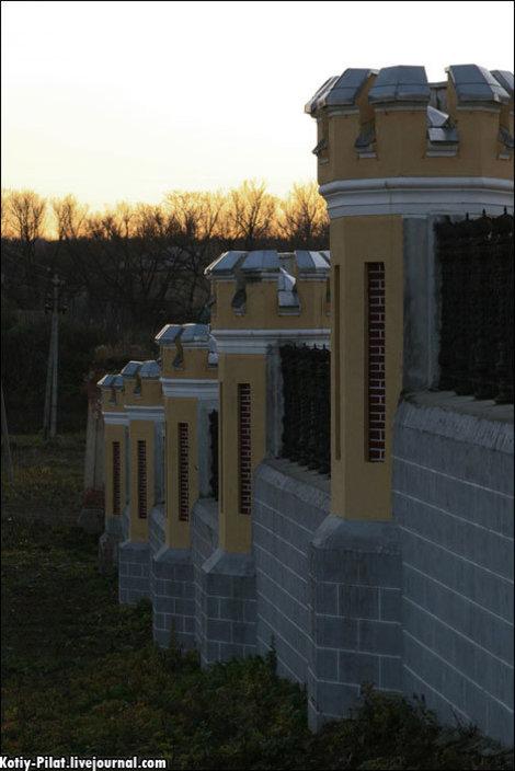 Отреставрированный забор