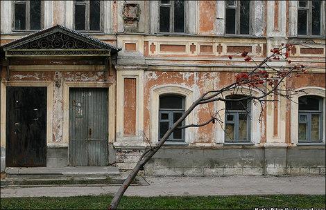 Бывшие жилые дома на территории кремля