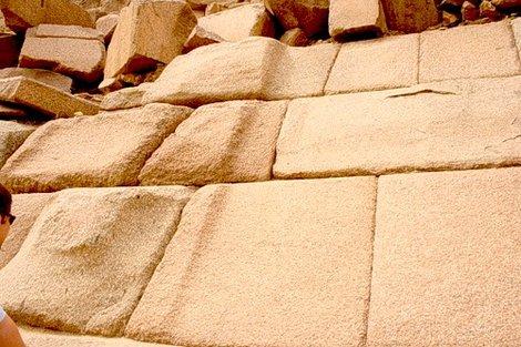 Облицовка пирамиды Менкаура (граница шлифовки)