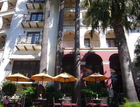 Гостиница и кафе.