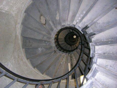 Внутри него — вот такая лестница