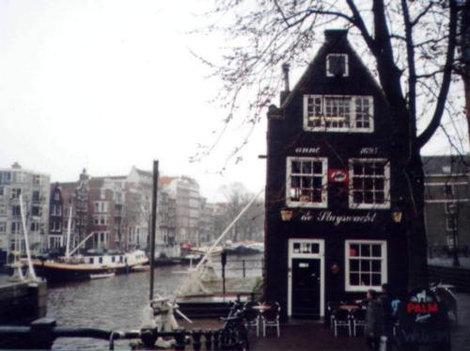 Вид, знакомый каждому, побывавшему в Амстердаме
