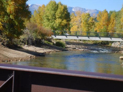 Мостики через горную реку.