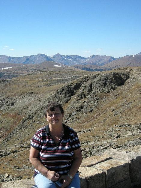 В альпийской зоне, вершины рядом.
