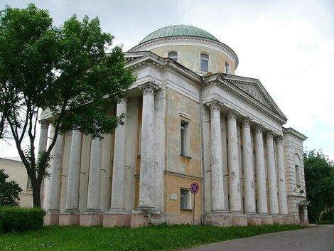 22. Тихоновская церковь. Построена в 1825 — 1831 г.г.