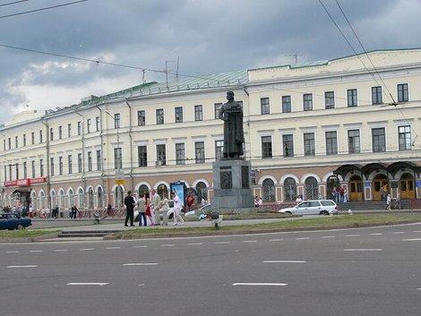 49. Памятник Ярославу Мудрому на Богоявленской площади
