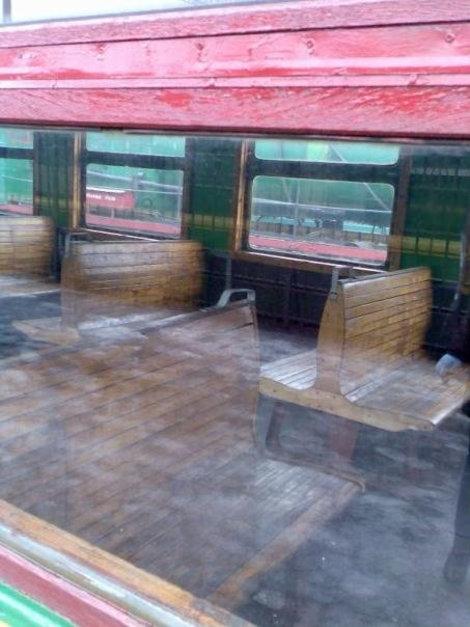 Салон у нее с деревянными сиденьями. Ох и не удобные же эти лавочки...