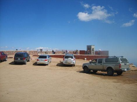 Парковка на вершине Пайкс Пик.
