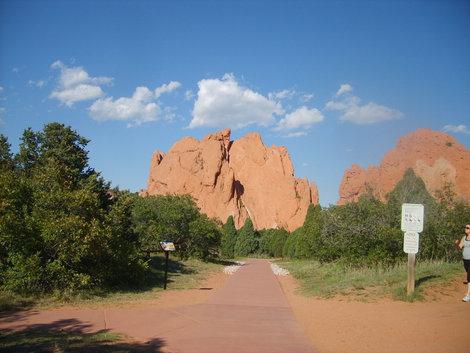 Эти скалы  используют  альпинисты.