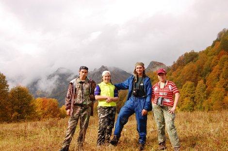 Иван, я, Антоша и мама по дороге к метеостанции