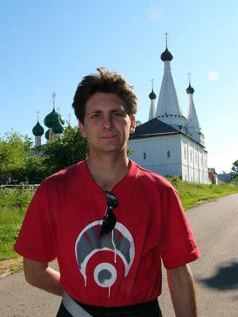 03. На фоне Алексеевского монастыря