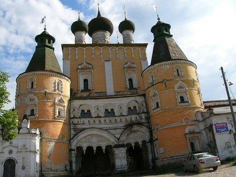62. Сретенская надвратная церковь – вход на территорию монастыря