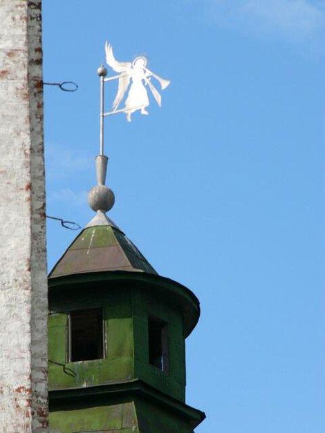 64. Ангелочек на одной из башен Сретенской надвратной церкви