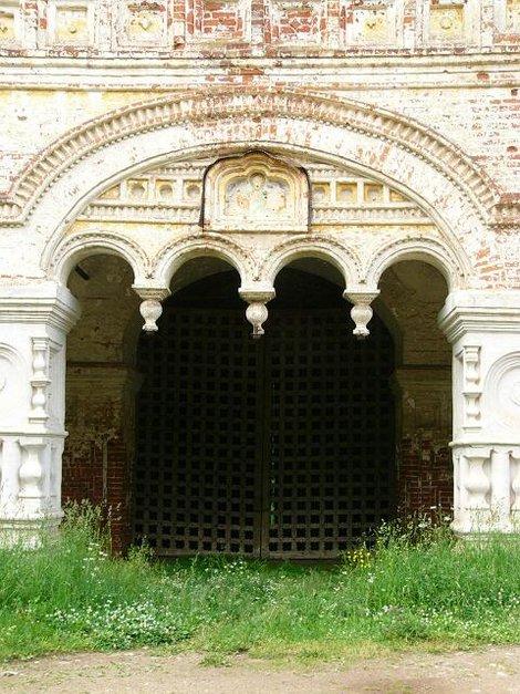 72. Южные ворота Борисоглебского монастыря