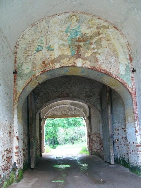 73. Южные ворота Борисоглебского монастыря