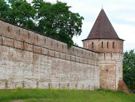 78. Южная стена монастыря